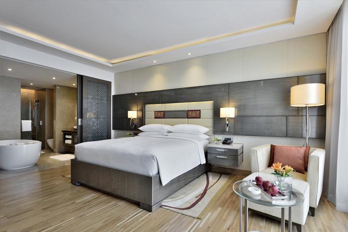 jw-marriott-sahar-guestroom